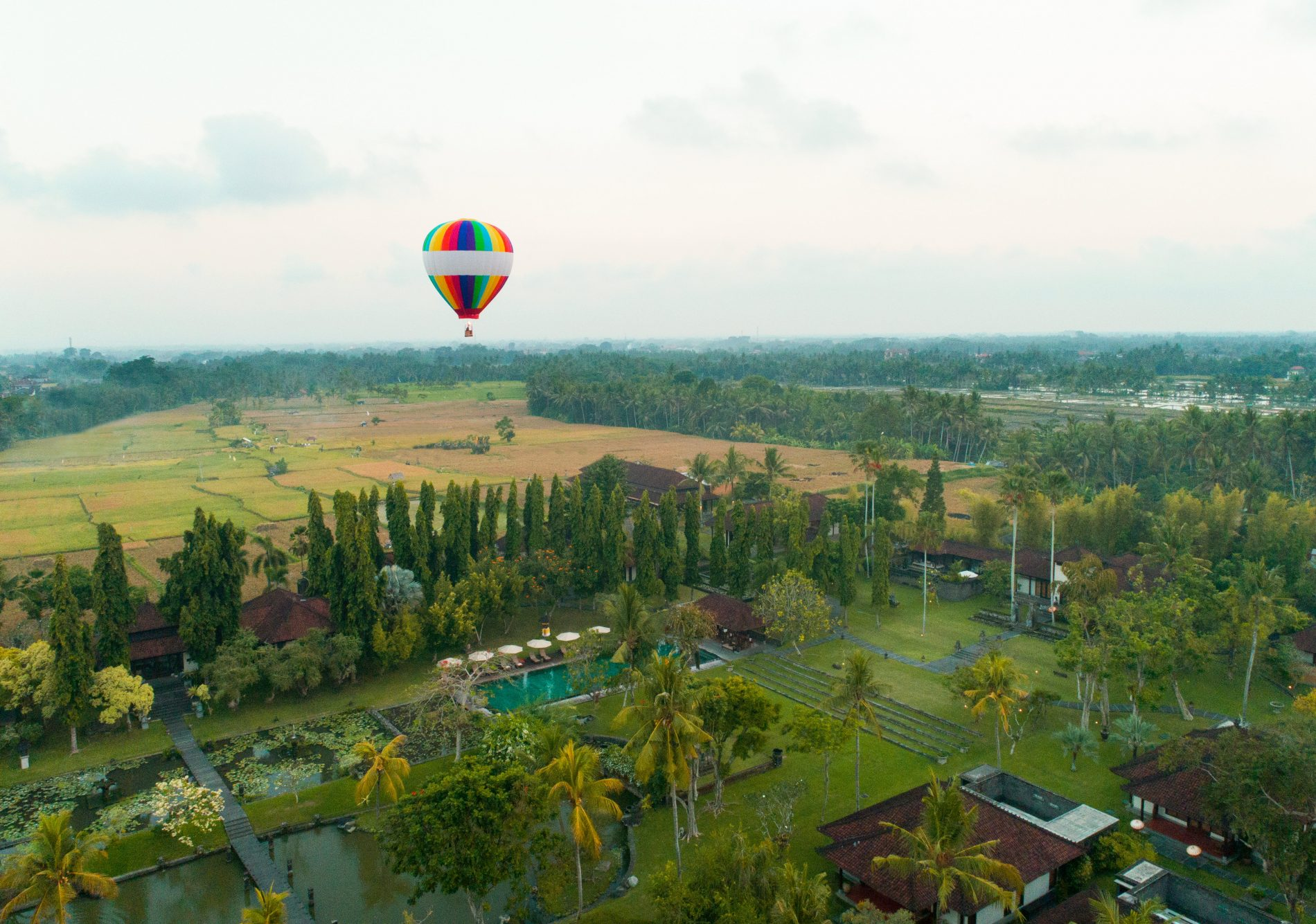 Win A Hot Air Balloon Photoshoot The Chedi Club Ubud Tanah Gajah