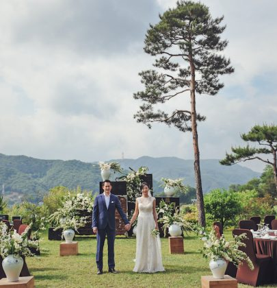 Jinyoung & Rian Marry in Traditional Korean House with Breathtaking Views