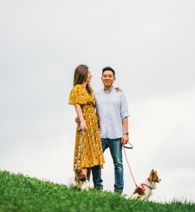 Giveaway Photoshoot Gareth & Pailin with their dogs