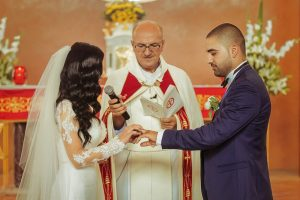 Monique & Youssef exchanging ring